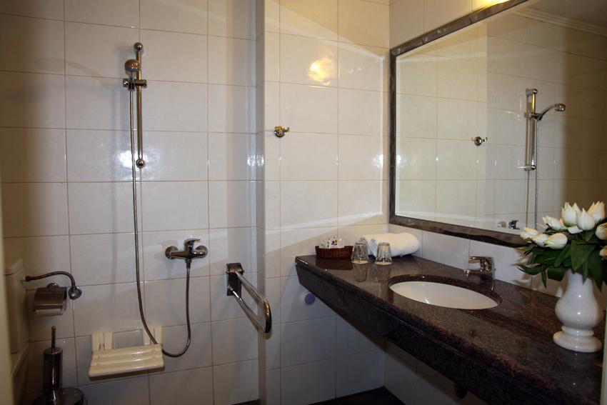 John & George hotel -special bathroom-2