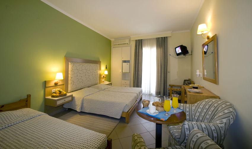 Dolfin hotel - triple room-mv
